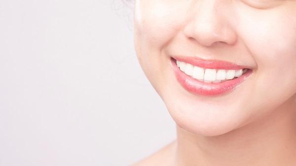 Dicas para deixar os dentes mais brancos